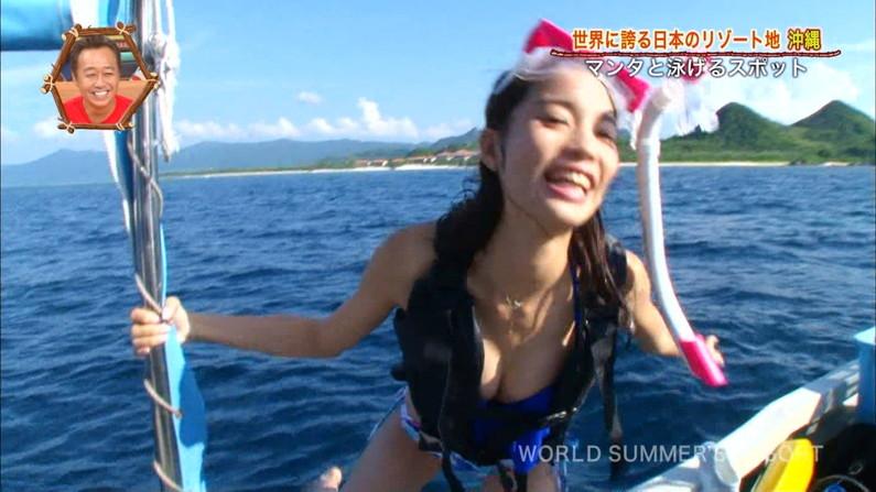【水着キャプ画像】テレビで明らかに水着の面積の割合がおかしくてオッパイはみ出しまくりの美女が映ってるw 17