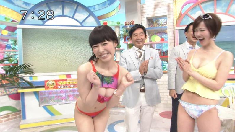 【水着キャプ画像】テレビで明らかに水着の面積の割合がおかしくてオッパイはみ出しまくりの美女が映ってるw 19