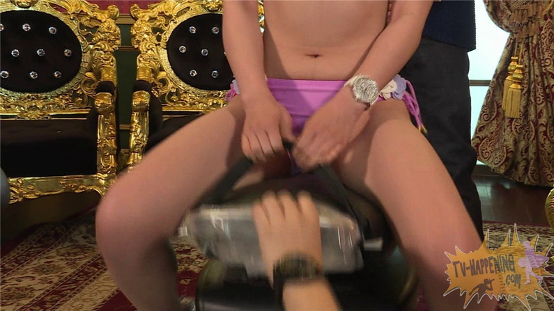 【お宝エロ画像】ケンコバのバコバコTVで美女達がロデオマシーン乗りながらエロい事させられてたww 01