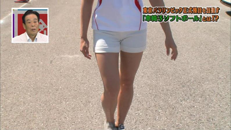 【マン筋キャプ画像】テレビでマンコの割れ目がくっきり分かっちゃったww 08