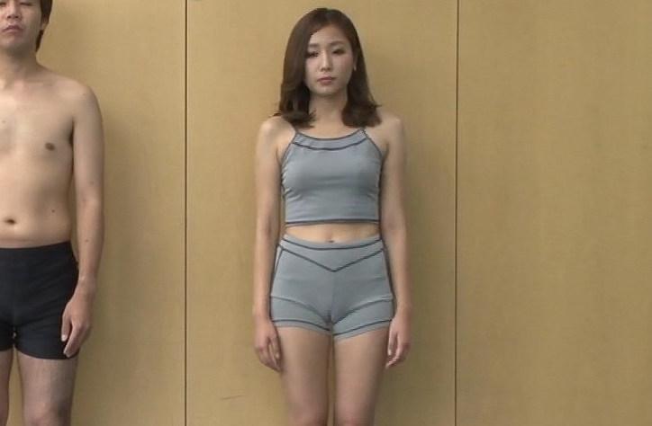 【マン筋キャプ画像】テレビでマンコの割れ目がくっきり分かっちゃったww 20