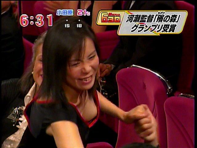 【胸ちらキャプ画像】タレントさん達のたわわなオッパイががっつりテレビに映ってますよーwww 06