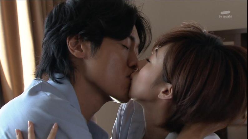 【キスキャプ画像】見てるだけでこっちがドキドキしちゃうタレントのキス顔やキスシーンww 13
