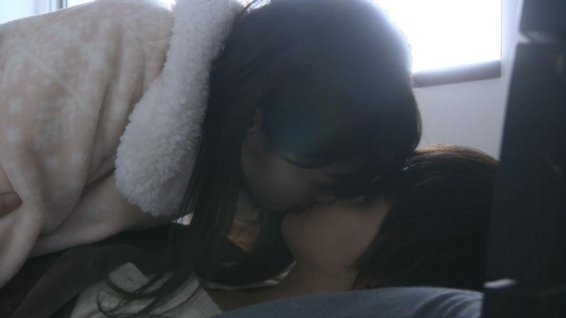 【キスキャプ画像】見てるだけでこっちがドキドキしちゃうタレントのキス顔やキスシーンww 14