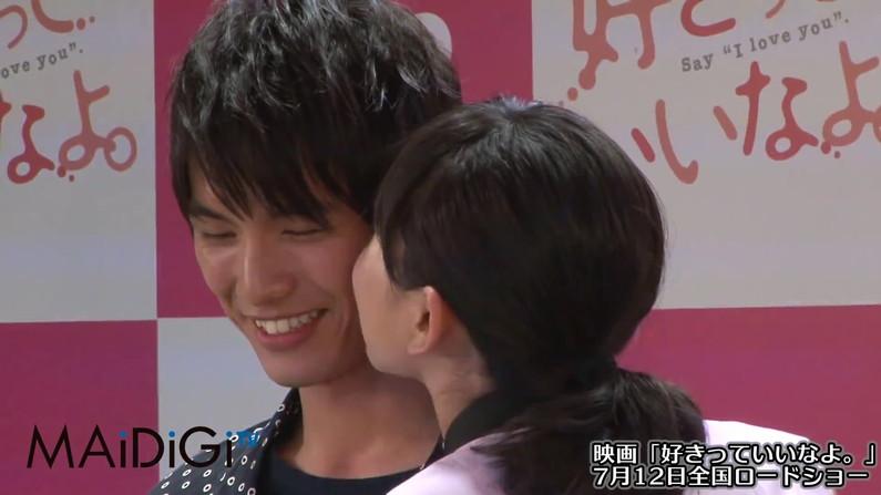 【キスキャプ画像】見てるだけでこっちがドキドキしちゃうタレントのキス顔やキスシーンww 19
