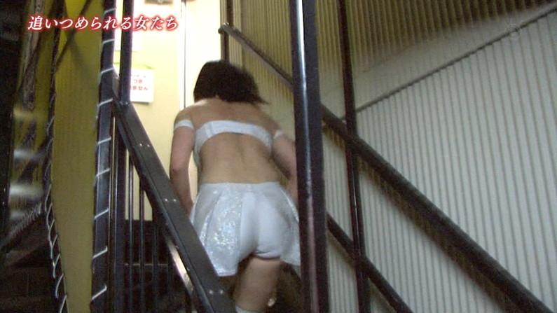 【お尻キャプ画像】女子アナやアイドル達がぴったりパンツ履いてパンツライン見せびらかしてるw 08
