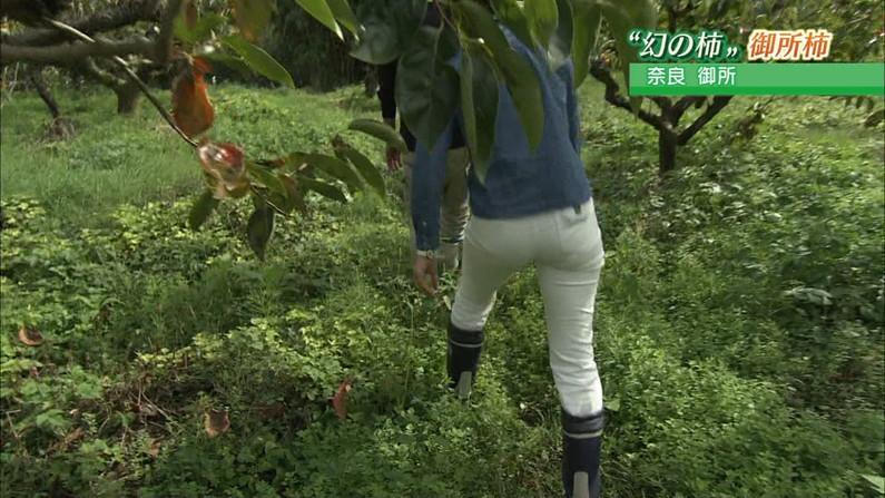 【お尻キャプ画像】女子アナやアイドル達がぴったりパンツ履いてパンツライン見せびらかしてるw 17