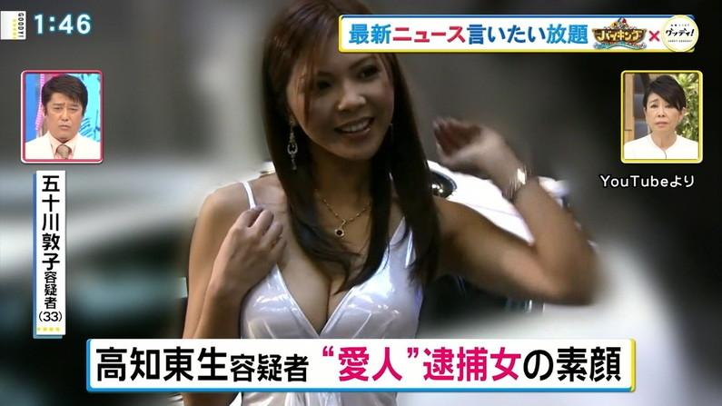 【胸ちらキャプ画像】チラとかじゃなく常時エロい谷間をテレビで見せつけてくるタレント達w