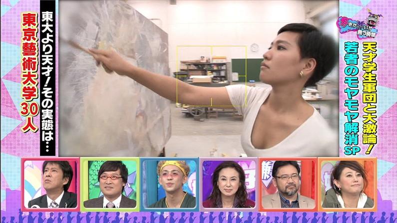 【胸ちらキャプ画像】チラとかじゃなく常時エロい谷間をテレビで見せつけてくるタレント達w 04