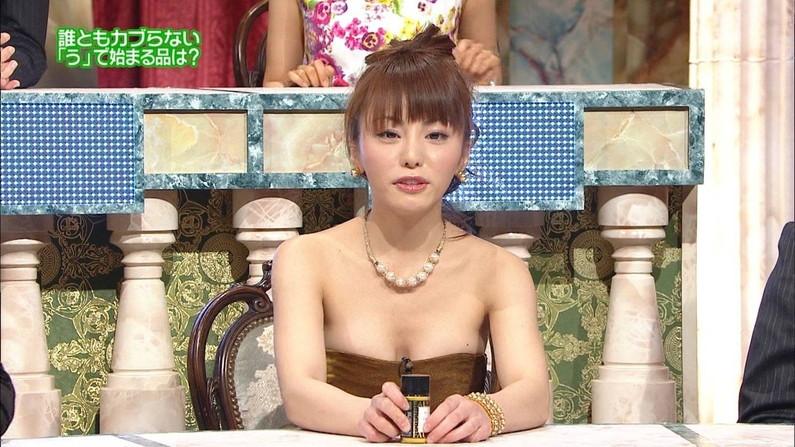 【胸ちらキャプ画像】チラとかじゃなく常時エロい谷間をテレビで見せつけてくるタレント達w 06