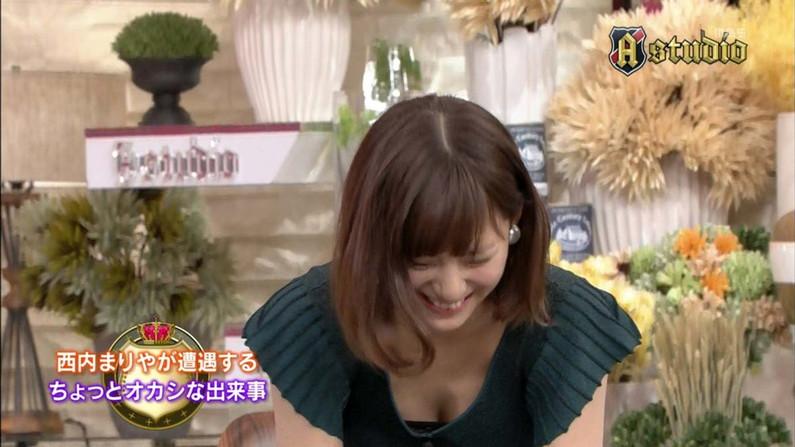 【胸ちらキャプ画像】チラとかじゃなく常時エロい谷間をテレビで見せつけてくるタレント達w 09