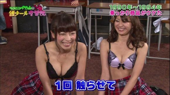 【下着キャプ画像】ブラ姿でテレビに映る下着モデルの女性ってなんかエロいよなww 17
