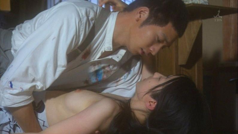 【濡れ場キャプ画像】女優さん達のベッドシーンってマジで入ってるんじゃないか?ってくらいエロい演技するよなw 16