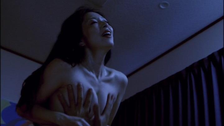 【濡れ場キャプ画像】女優さん達のベッドシーンってマジで入ってるんじゃないか?ってくらいエロい演技するよなw 21
